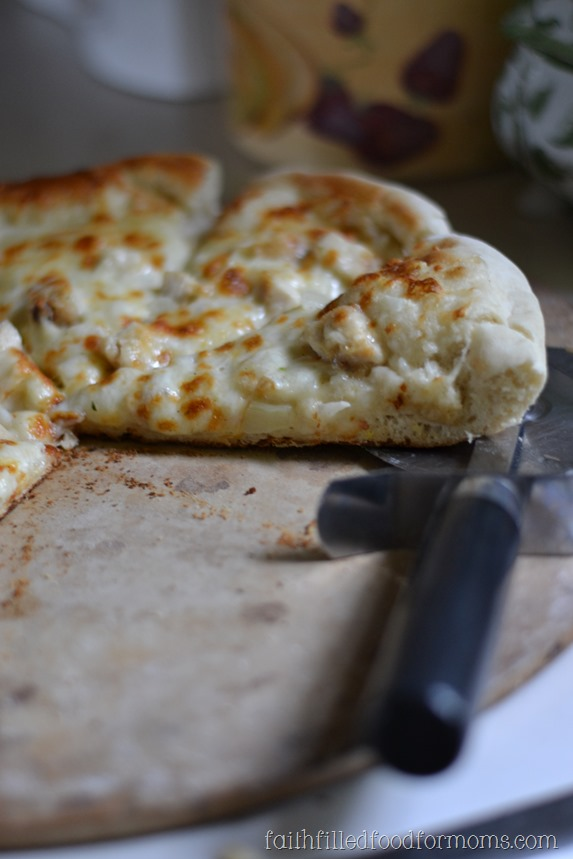 Garlic Chicken Skillet Pizza